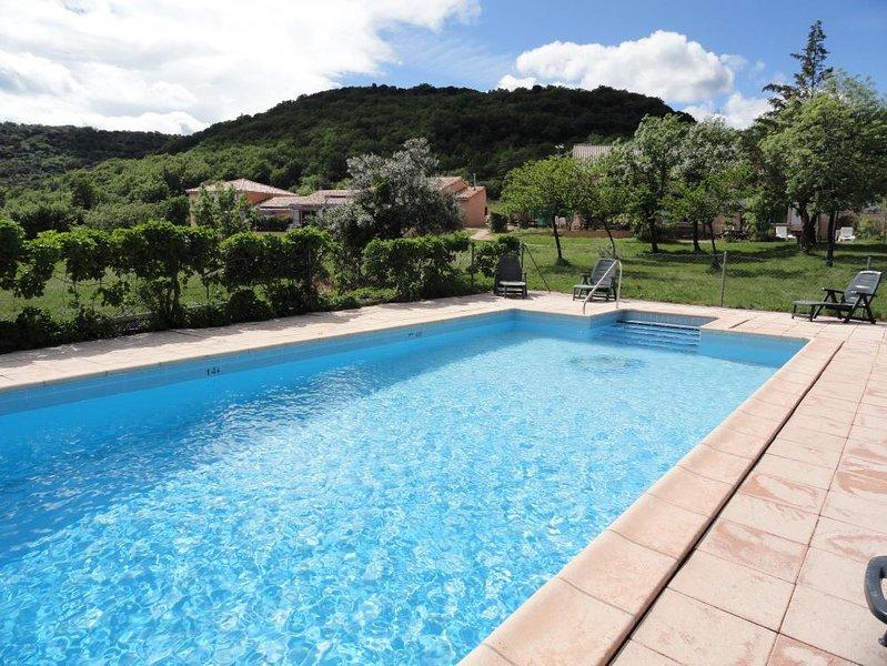 Gîte Bergerie avec piscine chauffée avec vue sur le lac du Salagou, aluguéis de temporada em Le Puech