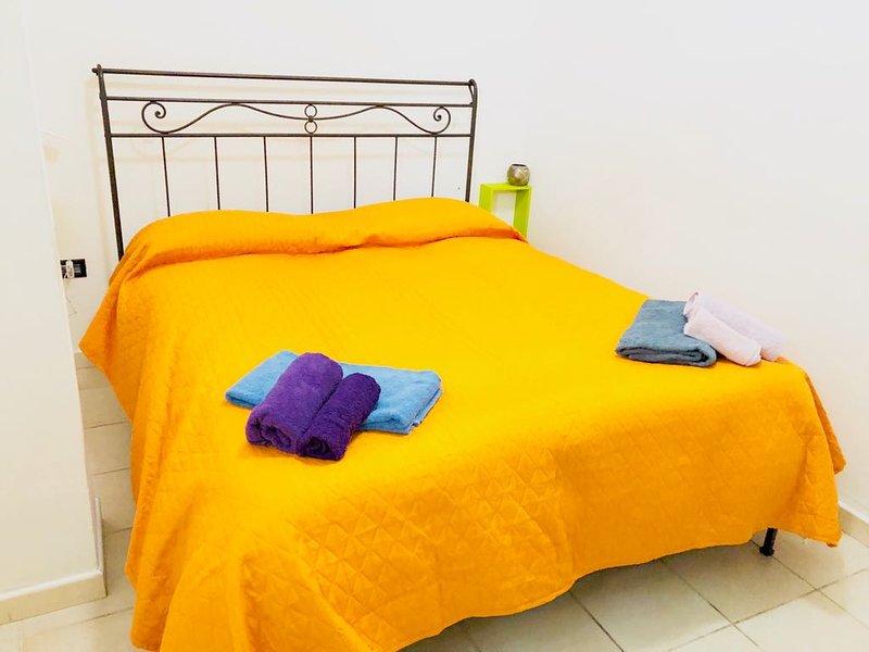Double bedroom, Casarossa Lodge, Crotone.