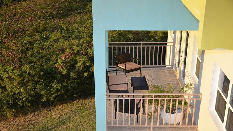 Balcón del apartamento con vistas al mar