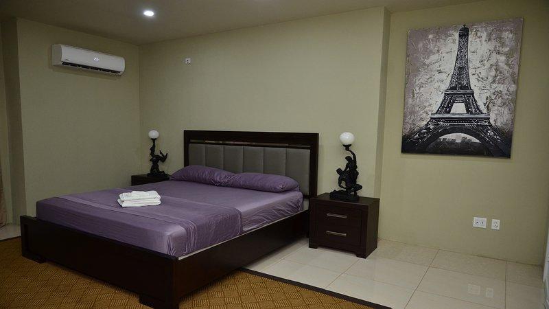 Dormitorio con cama tamaño King (2 personas)