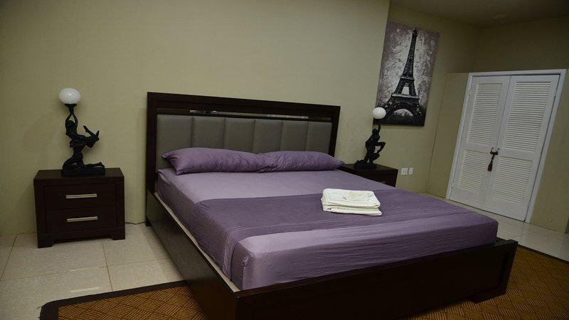 Dormitorio con cama de matrimonio (2 personas)
