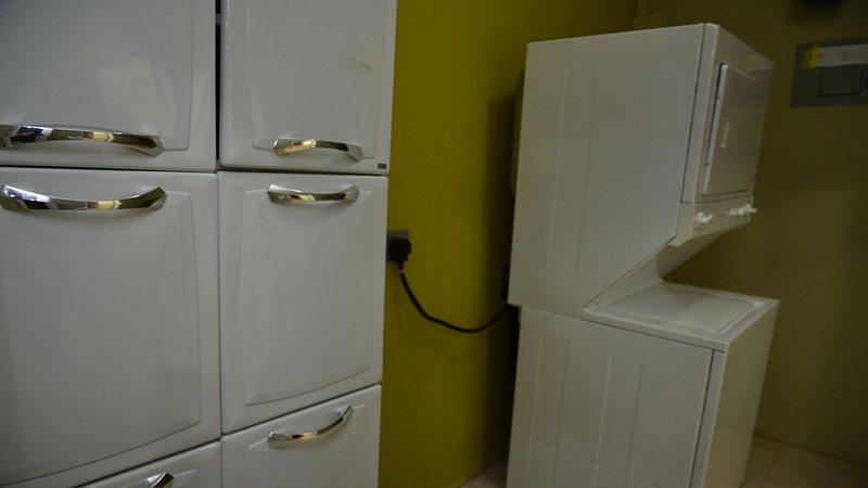 Armario de la ropa y de lavandería (lavadora y secadora)