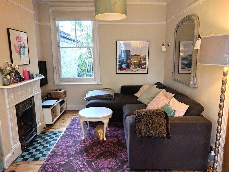 Amplia sala de estar (vista posterior)