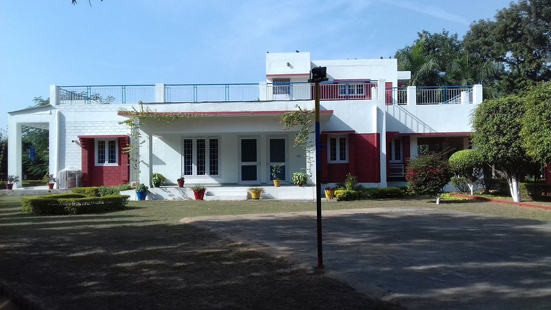 Farm House in Gurugram, vacation rental in Gurugram (Gurgaon)