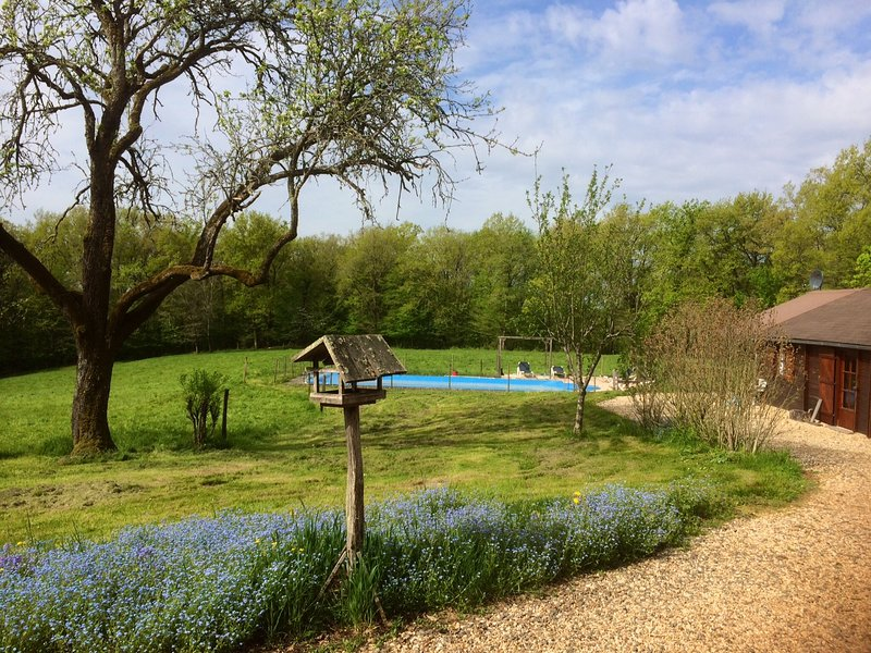 Come and discover this lovely idyll in an unspoilt corner of the Dordogne.