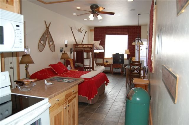 copper peak suite includes full bath and kitchen deck with a bbq and fire place