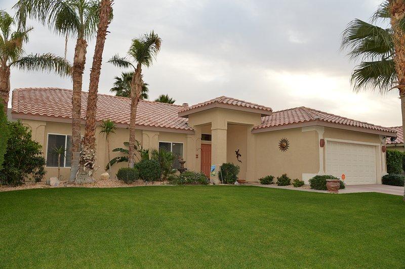 La Quinta Desert Oasis Sleeps 10, Heated Spa & Pool, 100% PRIVATE peaceful & tranquil backyard