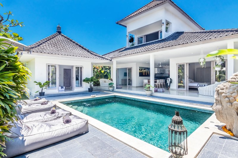 Villa Maviba, Tropical 4 Bedrooms Villa for Rent in Seminyak, holiday rental in Kuta District
