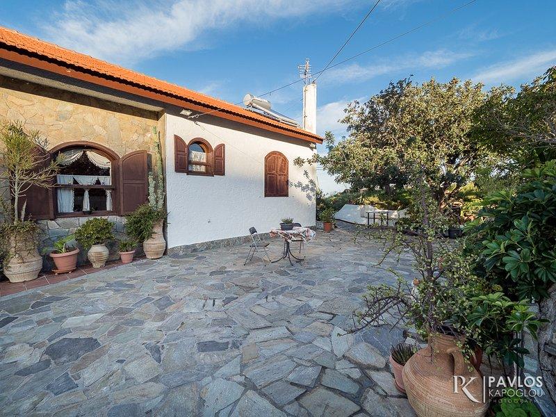 Villa Sopasina-Traditional House in Agia Pelagia, vacation rental in Agia Pelagia