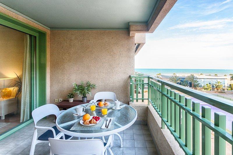 ApartUP Patacona Beach III. WiFi + Piscina + AACC + PKG, location de vacances à Masalfasar