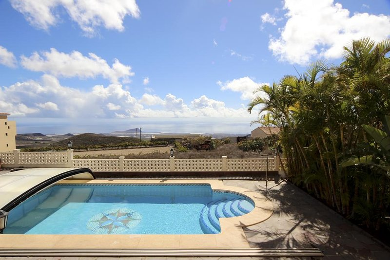 Luxury Private Villa in South private Pool and stunning Sea View, vacation rental in Las Chafiras