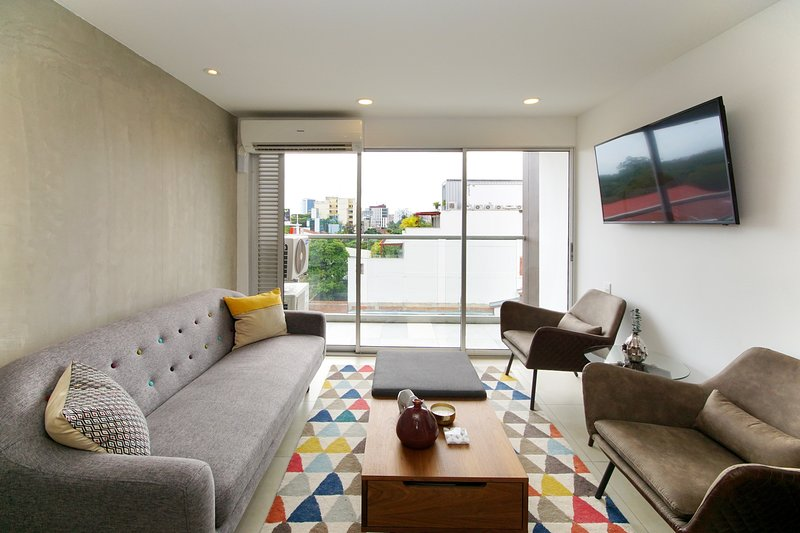 The best apartment in Ciudad Jardin!!!, holiday rental in Pance