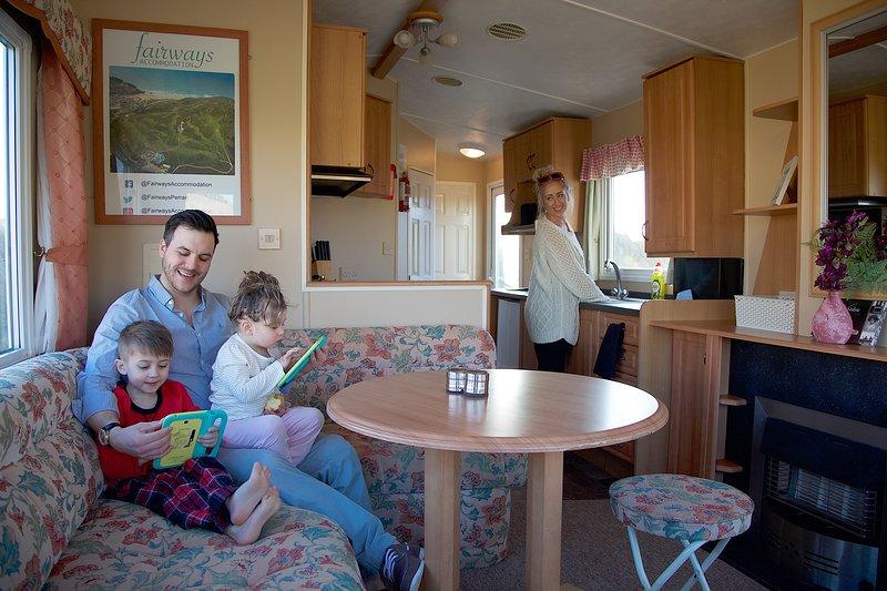 Caravan No8 ~ 4 berth Caravan-(Fairways)Self-Catering Accommodation, Perranporth, Ferienwohnung in Perranporth