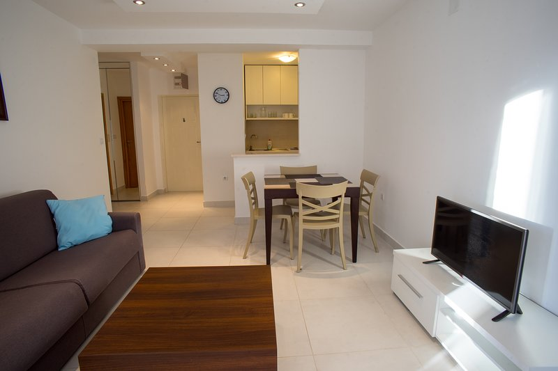 Blue Mountain Apartment Becici, holiday rental in Becici