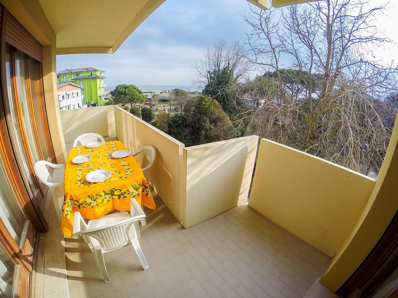 Stunning Apartment Sea View - Beach place and sunbeds included - Caorle, holiday rental in Caorle