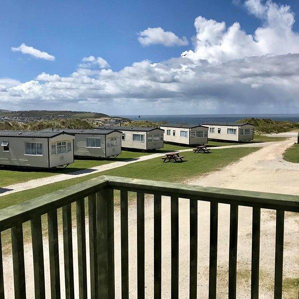 Caravan No5 ~ 4 berth Caravan-(Fairways)Self-Catering Accommodation, Perranporth, holiday rental in Bolingey