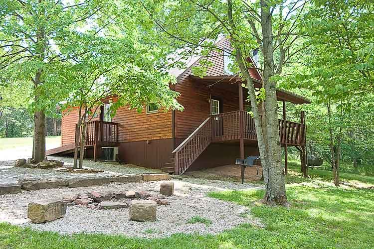 Cabin Seventeen Deluxe Jacuzzi, vacation rental in Taswell