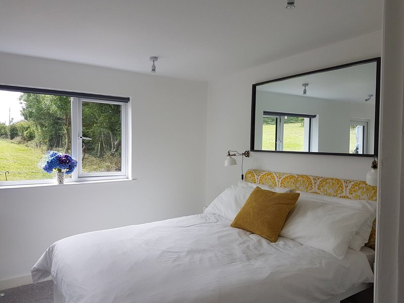 Modern Detached Studio with Private Terrace. South facing countryside views., casa vacanza a Courtmacsherry