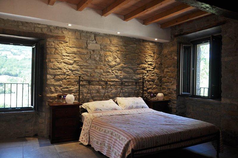 Camera ' Girasole' Agriturismo Il Salice, vacation rental in Monchio delle Corti