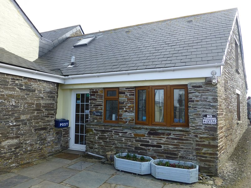Beaver Cottages - the Smithy - 1 bedroom self catering cottage near Tintagel, vacation rental in Tintagel
