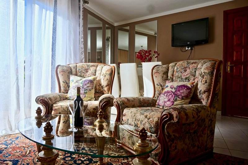 Elegant Flat☆Garden Jacuzzi☆Ocean&Mountain View, holiday rental in Chayofa