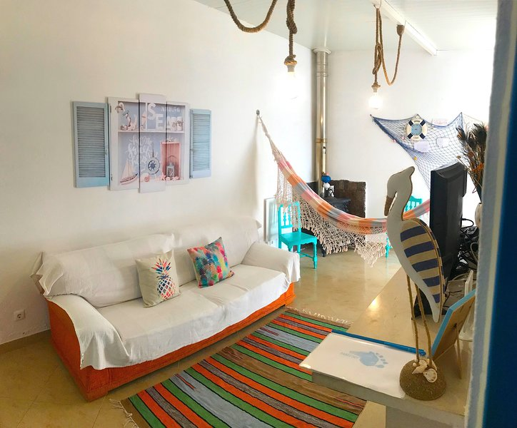 Costa da Caparica Beach House -Barefoot Cova Vapor, holiday rental in Paco de Arcos
