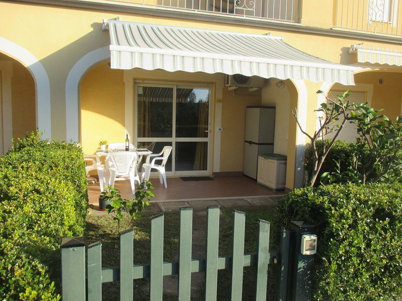 1 Bedroom ground floor apartment with small garden, holiday rental in Arena