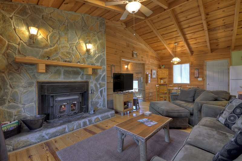 Birch Tree Romantic Secluded Cabin W Indoor Hot Tub Wood Burning Fireplce Updated 2021 Tripadvisor Ellijay Vacation Rental