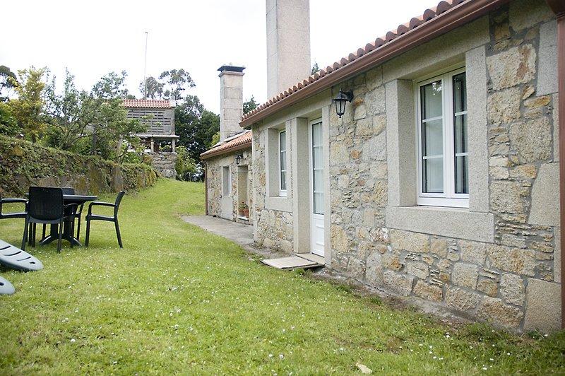Casa Playa Balares, holiday rental in Neano