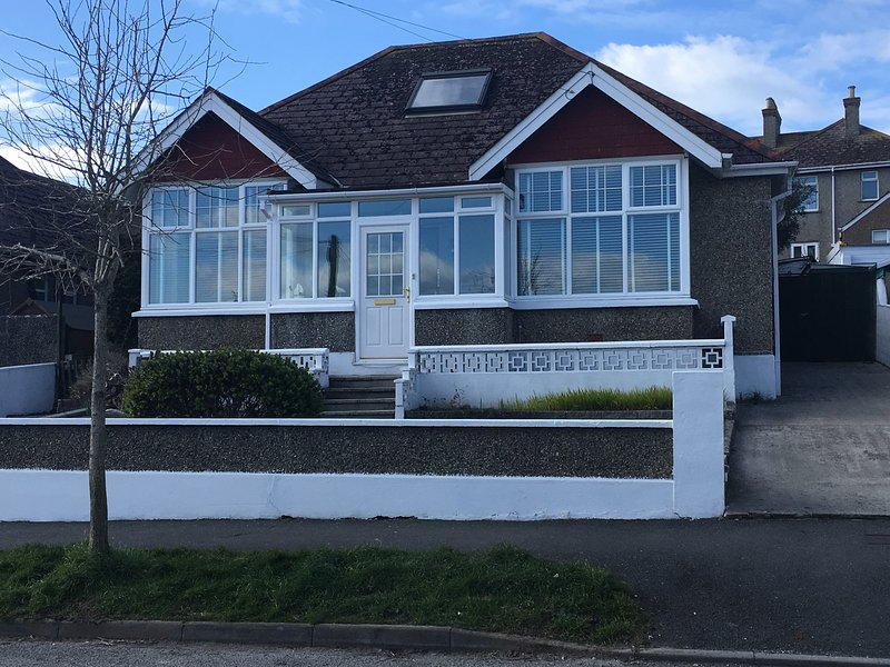Naina-Tal spacious family bungalow in central Newquay, holiday rental in Newquay