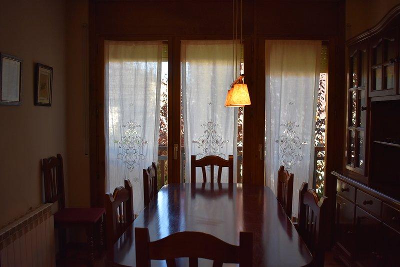 Espectacular casa en Puigcerdà para 10 personas, holiday rental in Osseja