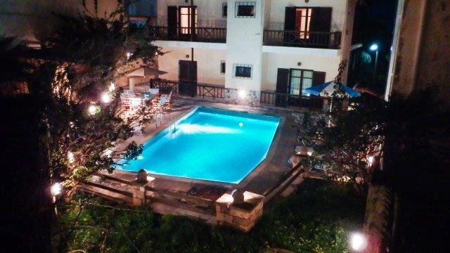 Amarantos Villa UP TO 22 GUESTS, aluguéis de temporada em Roussospiti