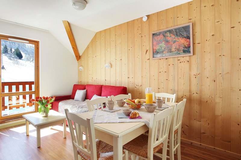 Enjoy your meals around the dining table with comfortable seating for everyone