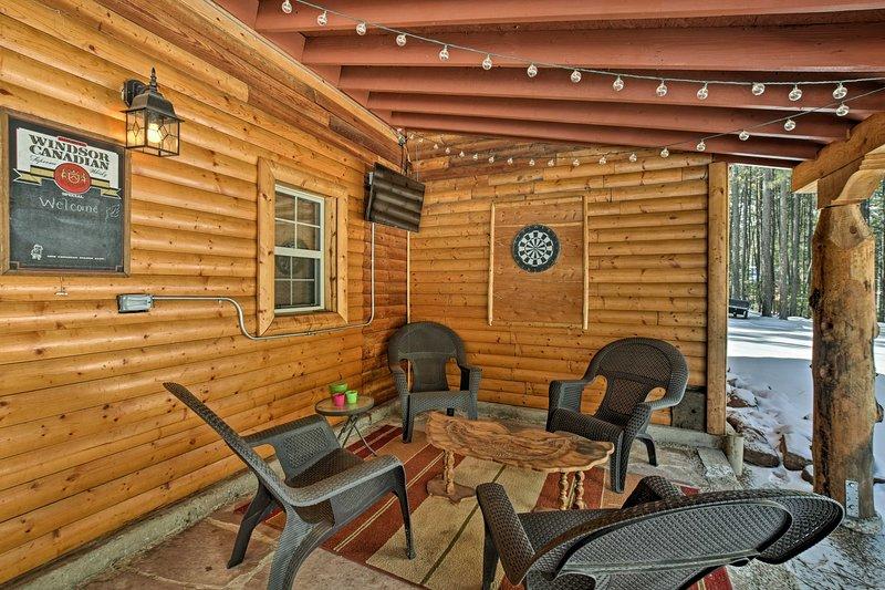 Cette cabine Nouveau-Mexique peut accueillir confortablement 5 et dispose beaucoup de charme rustique.