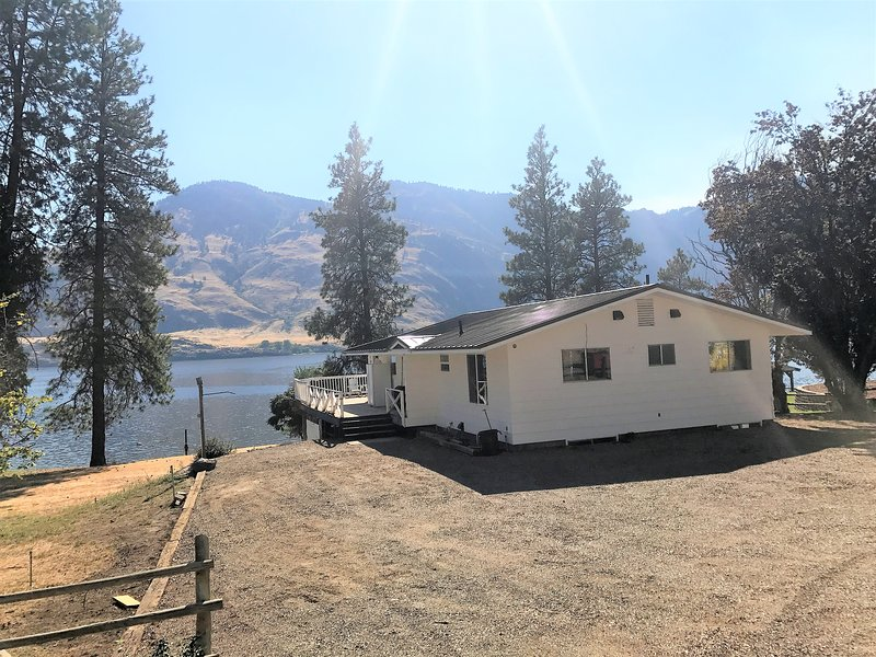 Fantastic lake front home, vacation rental in Loomis
