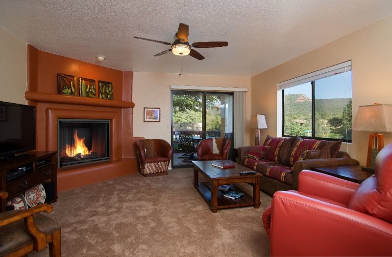 Stylish, Contemporary Town Home is a Golfers Dream Town Home! COPPER - S099, holiday rental in Village of Oak Creek