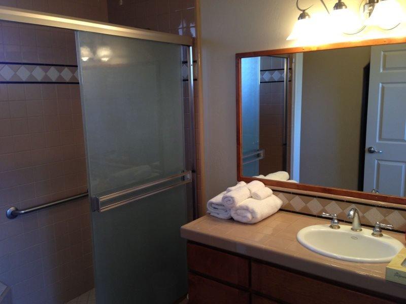 Bedroom 1 En Suite bathroom
