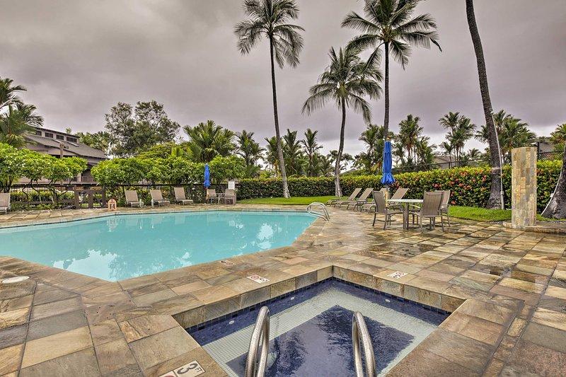 Ce condo est situé dans le Kanaloa rempli d'agrément à Kona Resort.