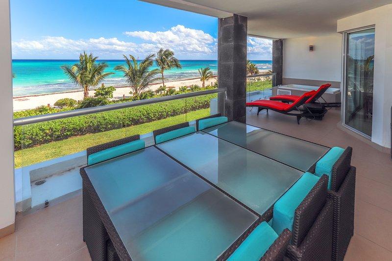 Ihre private Terrasse mit Meerblick mit Jacuzzi und Terrasse Tisch