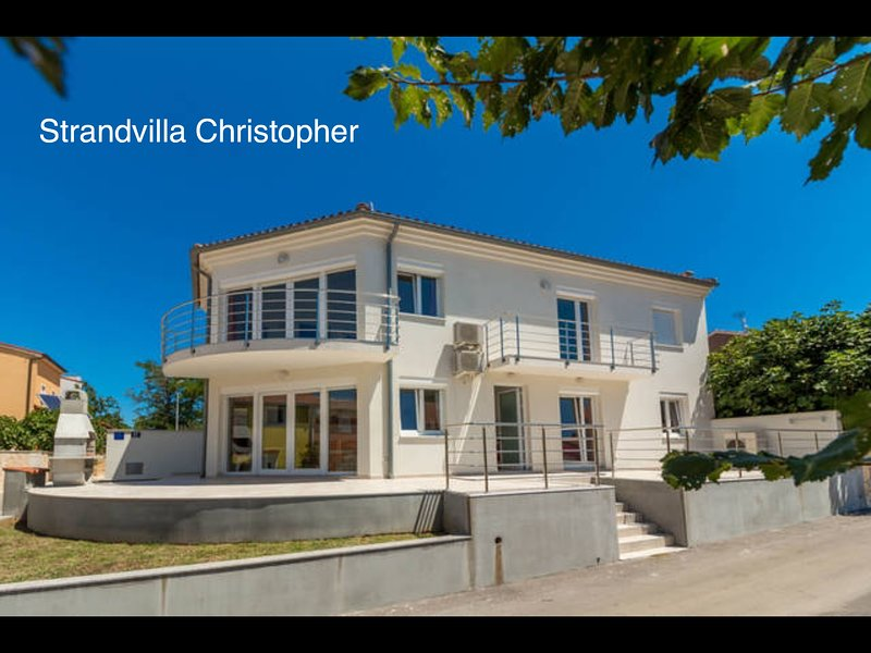 Luxury Villa - beach Destination Medulin-Posesi with large terrace and barbecue.