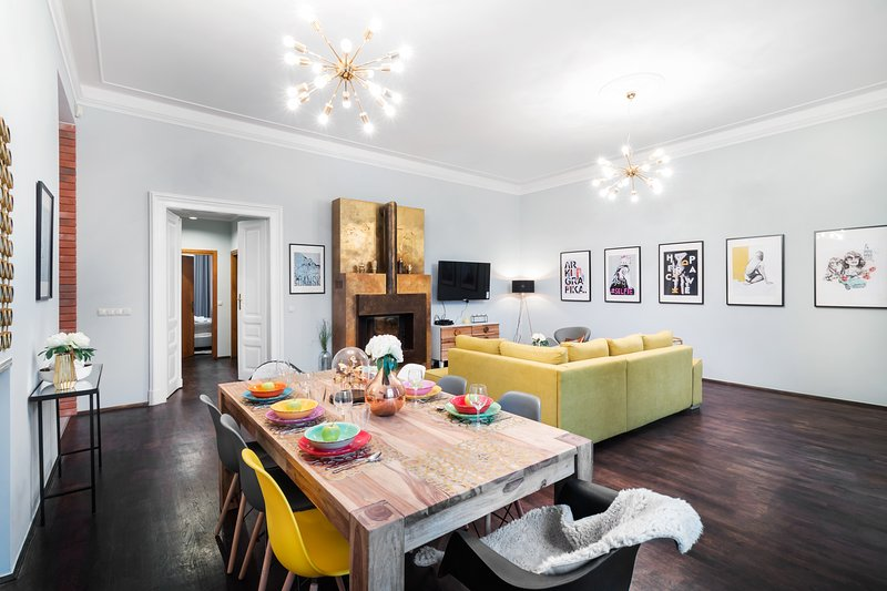 High End Luxury Apartment In Old Town V6