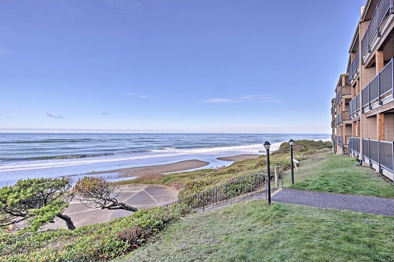 Rediscover hospitality at this vacation rental condo in Lincoln City!