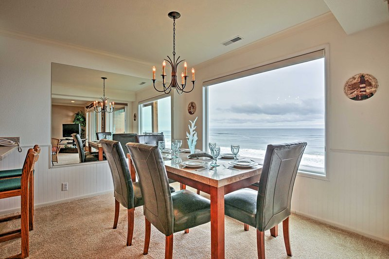 Charming Lincoln City Condo w/ Pool - Ocean View!, holiday rental in Lincoln Beach
