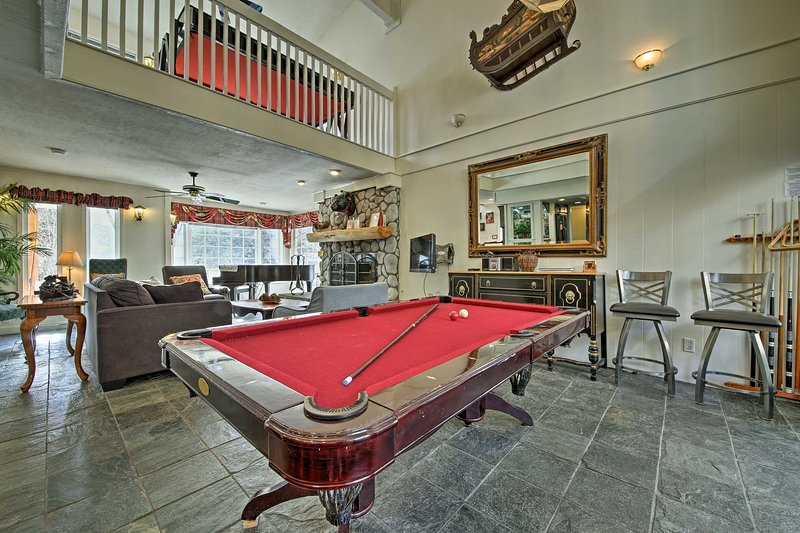 Big Bear House w/Billiards - Steps to Ski Resort!, alquiler de vacaciones en Moonridge