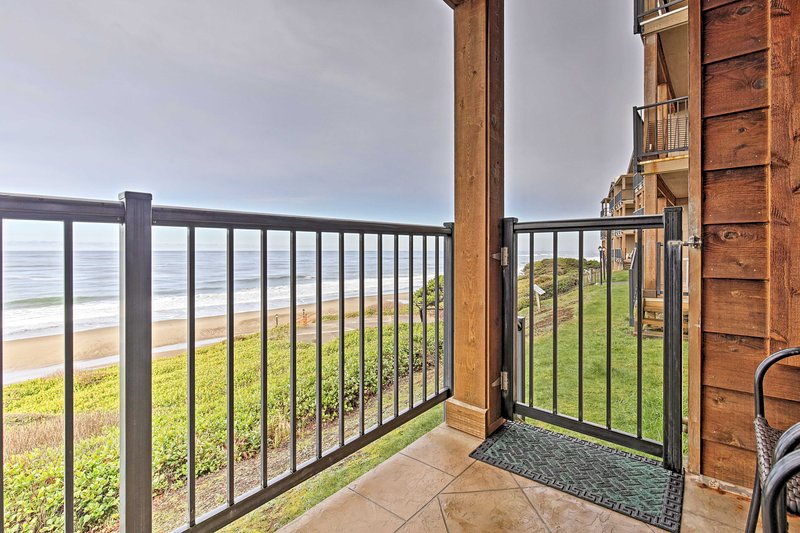 Elevate your Lincoln getaway at this beachfront 2-bedroom, 2-bathroom condo!