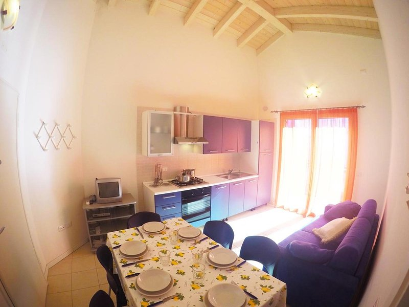Modern Residence Near Beach and Centre - Sunbeds and Parasol Included - Caorle, holiday rental in Caorle