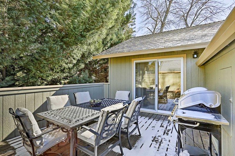 Avec une terrasse meublée et des lits pour 8 personnes, cette maison ne peut pas être battu.