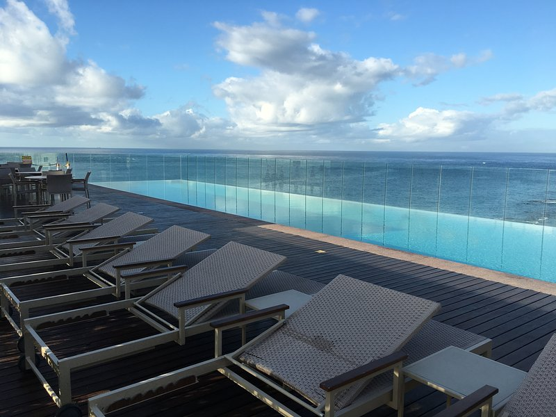 Infinity pool, the building terrace / Swimming pool in terrace