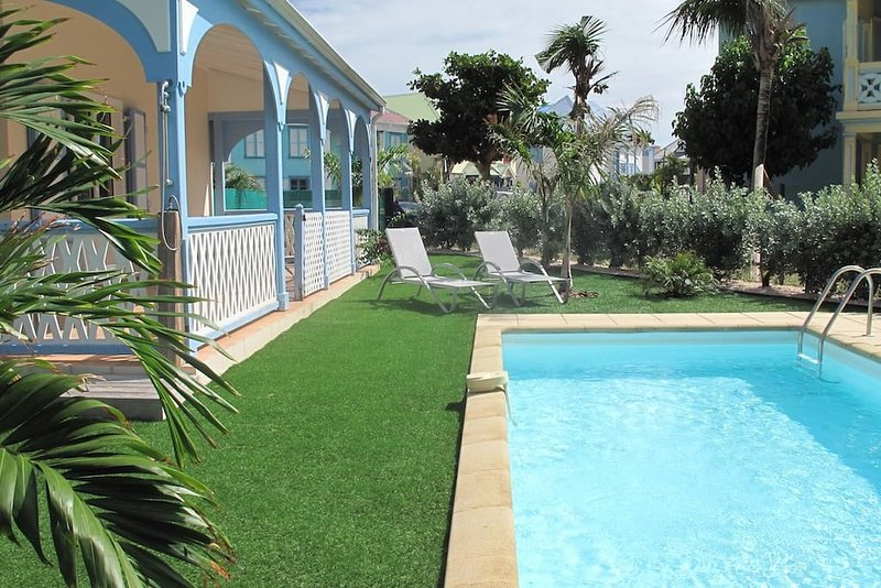 VILLA SILOVE... Oh so charming, affordable, and 2 min walk to Orient Beach!, holiday rental in Orient Bay