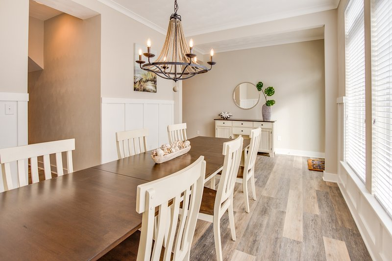 Spacious dining room with seating for 8 people